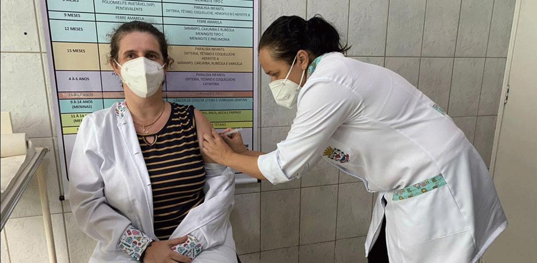 Fernando Prestes aplica sua primeira dose de vacina contra a Covid19