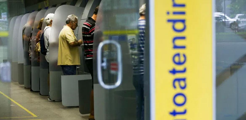 Auxílio emergencial mostrou que milhões de brasileiros não têm acesso aos bancos